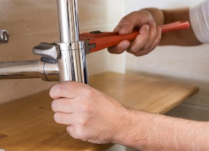 Nogales Arizona plumbing contractor adjusting sink pipe