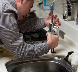 Opelika Alabama plumber fixing kitchen sink faucet